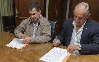 El Ministerio de Producción y Senasa firman plan de lucha contra la langosta
