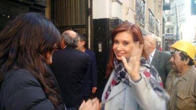 Cristina recurre a los intendentes cercanos para imantar al peronismo opositor