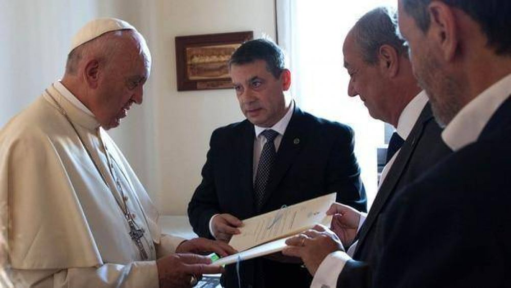 Un empresario argentino viajó a Roma para advertirle al Papa por la esclavitud en torno al Mundial de Qatar 2022
