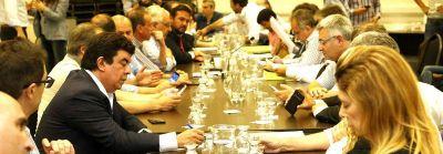 Por ahora en soledad, intendentes K buscan trabarle el Presupuesto a Vidal