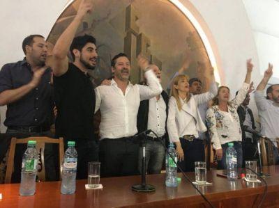 En la CGT, intendentes y gremialistas peronistas comenzaron el operativo