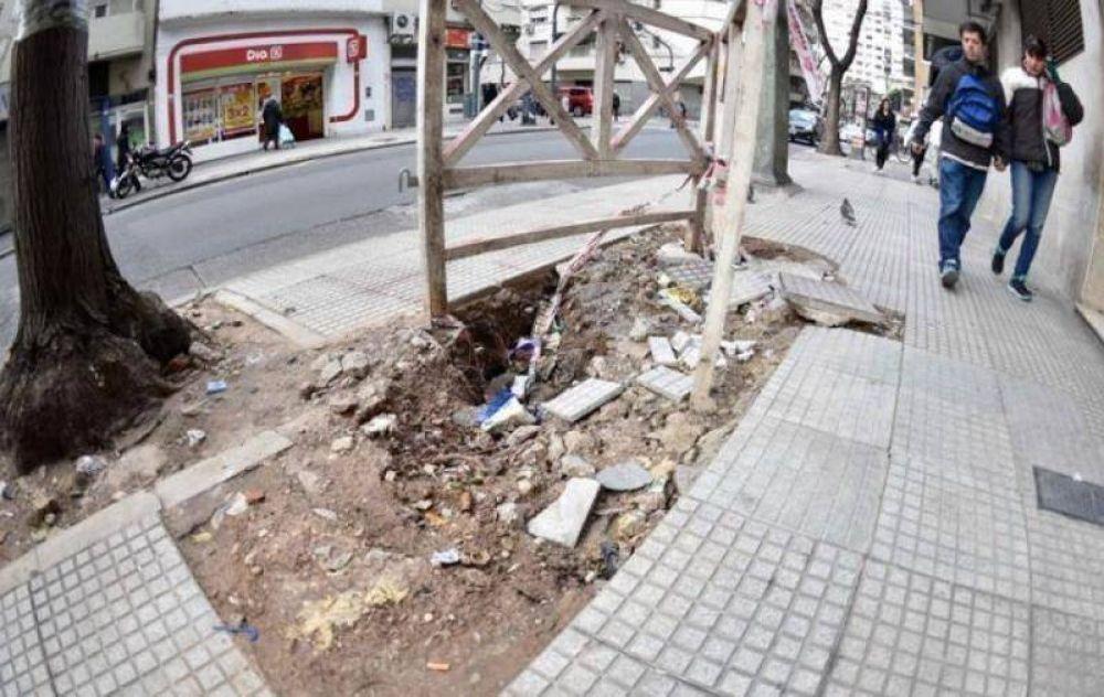El 50% de las veredas de la Ciudad están rotas y es uno de los principales motivos de queja de los porteños
