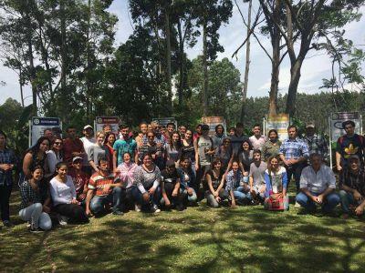 Alumnos de UADER y cooperativistas visitaron la planta de residuos de Chajarí