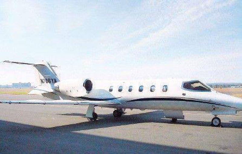 Un obrero, el dueño del avión que usaba Jaime