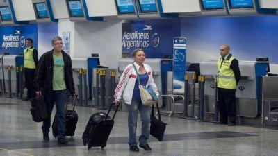 Aun sin paros, el conflicto aeronáutico igual afecta a los pasajeros