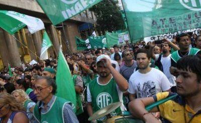 Más de tres mil precarizados bonaerenses pasaron a planta permanente