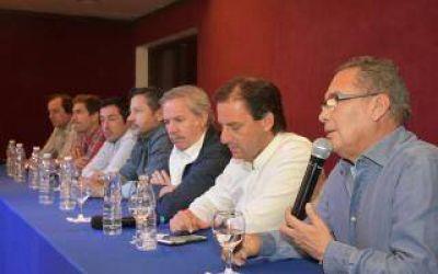 Por la unidad del Peronismo: Intendentes bonaerenses se reunieron junto a Solá en un plenario