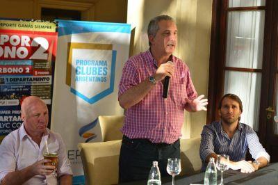 Passalacqua y Mac Allister entregaron ayuda financiera a entidades deportivas de la provincia
