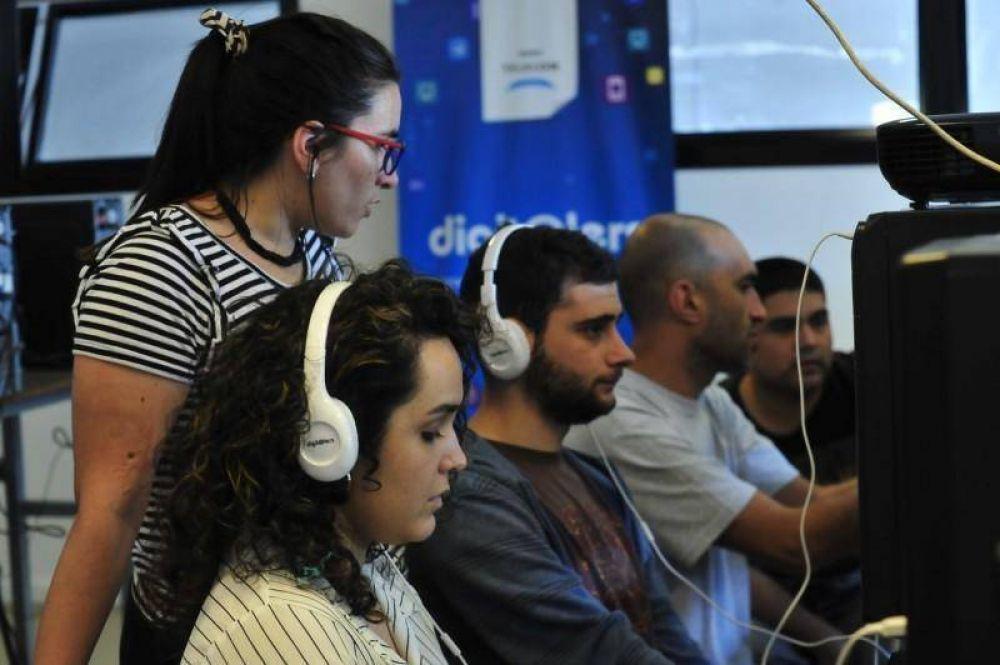 Telecom y el Municipio de San Fernando capacitan en oficios digitales a jóvenes del distrito