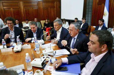 LA UIA defendió a las industrias de gaseosas y vinos y le soltó la mano a Bertone