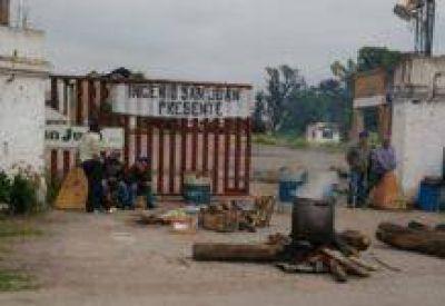 Trabajadores del Ingenio San Juan, entre protestas por deudas salariales y compás de espera