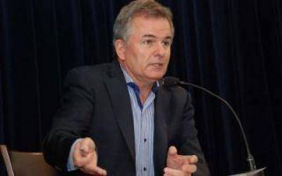 El intendente de Bahía Blanca redujo horas extras y congeló el ingreso de personal