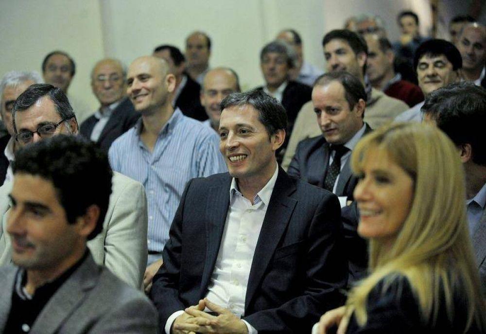Intendentes proponen a Gray como candidato de unidad del PJ