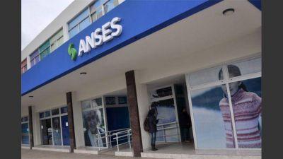 Denuncian despidos en la Anses