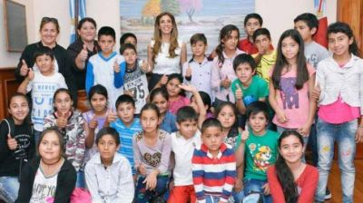 Claudia de Zamora recibió la visita de estudiantes del departamento Pellegrini