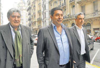 Con cuidado para no irritar a Carrió, Angelici aún teje entre jueces y fiscales