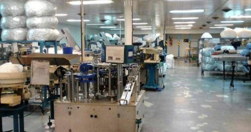 Agoniza la última fábrica de jeringas del país