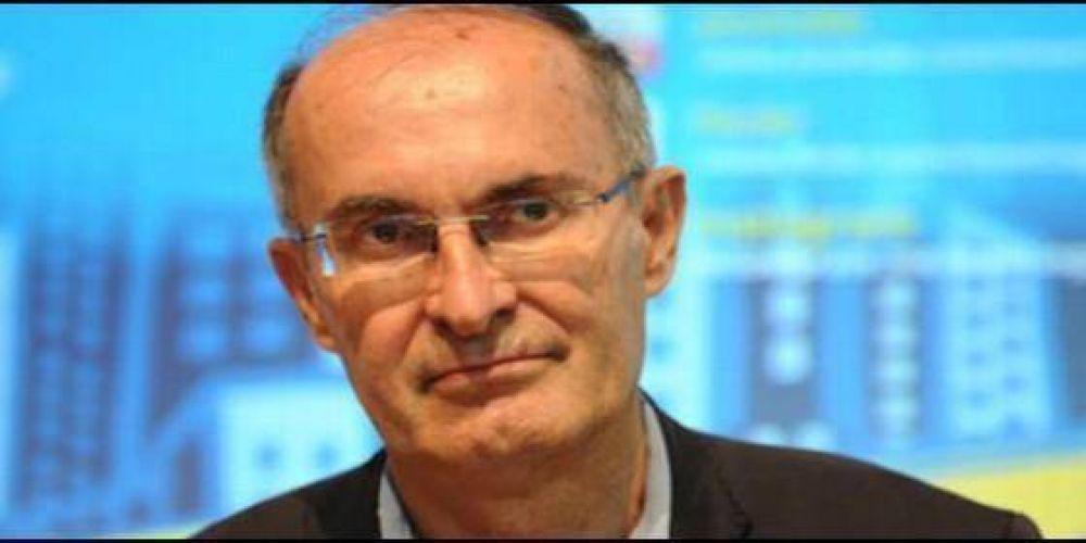 El filósofo Massimo Borghesi carga contra los críticos