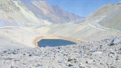 Minería pidió hacer un canal y una pileta para controlar el agua en contacto con la roca estéril