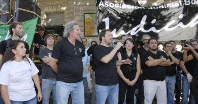 Contra los descuentos de Vidal, paran y marchan los judiciales