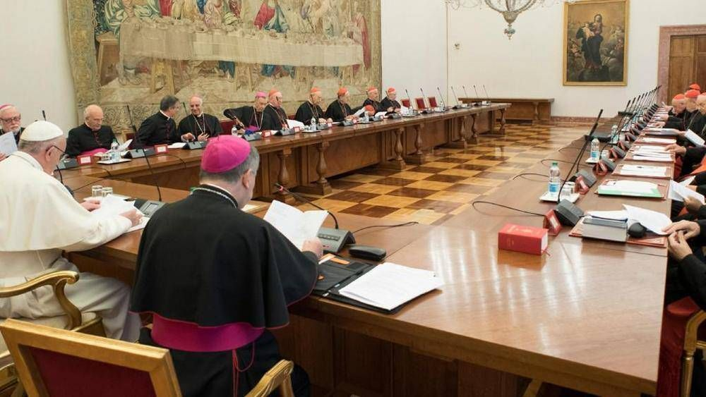El Papa discute sobre formación de sacerdotes con los encargados de los dicasterios