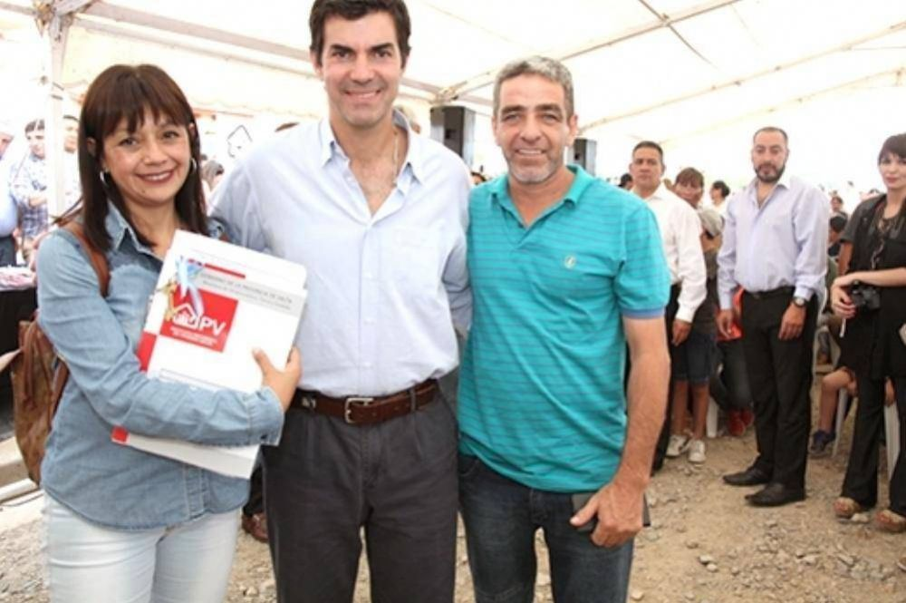 Urtubey entregó 240 casas a familias de San Lorenzo