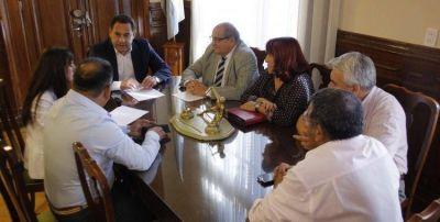 El Gobierno promete a los estatales cumplir el acuerdo firmado en paritarias