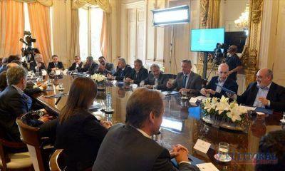 Colombi, junto con 22 de sus pares, firmó el pacto fiscal impulsado por Nación