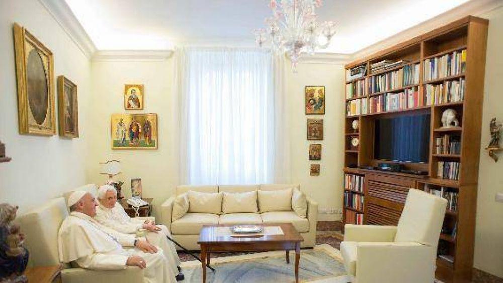 """""""La oración del Papa Benedicto nos acompaña. Es maestro y amigo"""""""