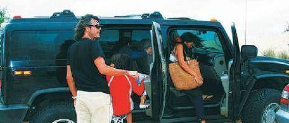 Autos truchos: 80 diplomáticos en la mira de Oyarbide