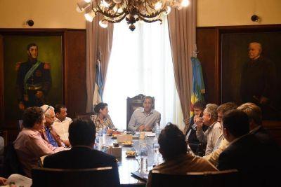 La Plata se sumará al acuerdo fiscal y recortará el 30% de los cargos políticos
