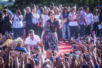 En un mensaje al PJ bonaerense, las mujeres peronistas se mostraron con Cristina