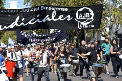 Judiciales bonaerenses paran en toda la provincia y marchan en La Plata