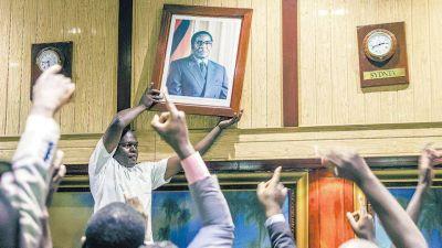 Mugabe renunció tras 37 años en el poder
