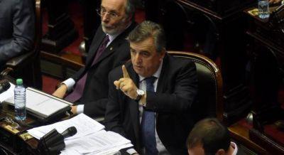 Negri le ganó la interna a Sanz y Morales y seguirá al frente del bloque UCR