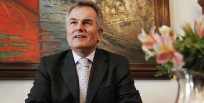 Héctor Gay anunció la baja de 10 funcionarios municipales