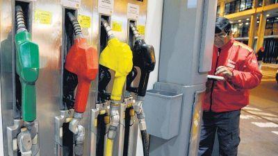 Otra suba de la nafta madura en el surtidor