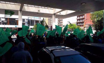 Ruidosa protesta de Smata en varias estaciones de servicio de Mar del Plata