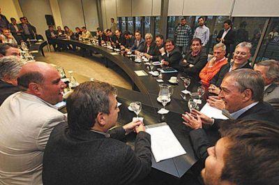 Intendentes opositores retoman la discusión con la Provincia