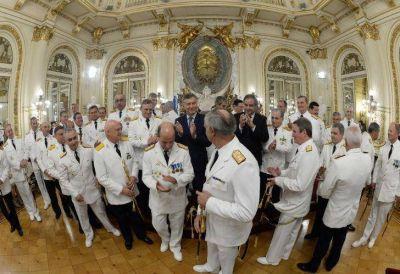 El ara San Juan y un 'choque de culturas' entre CEOs y militares