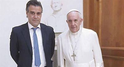 """Francisco tiende su """"manto sagrado"""" en medio del vendaval contra Rafecas"""
