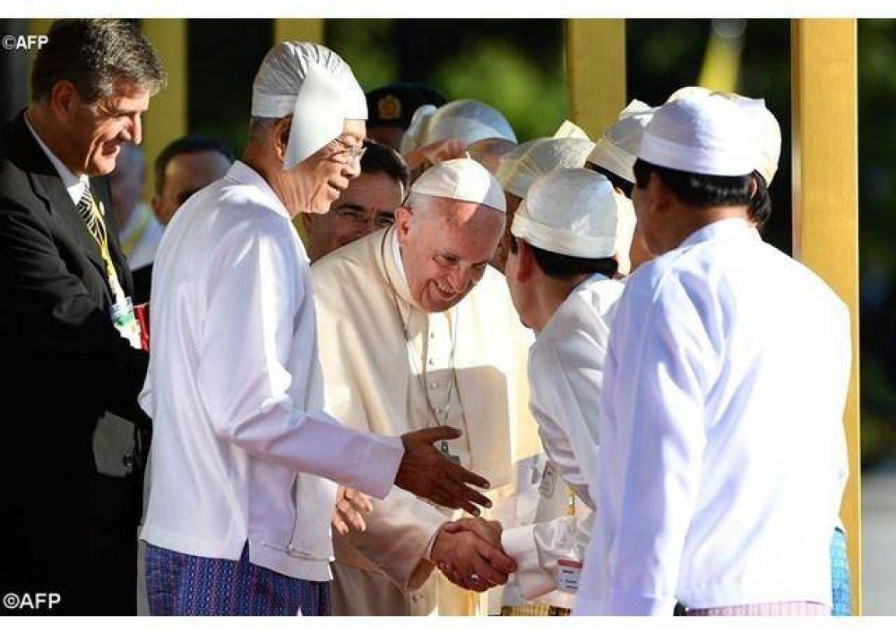 La paz se construye considerándose hermanos, dijo el Papa en Myanmar
