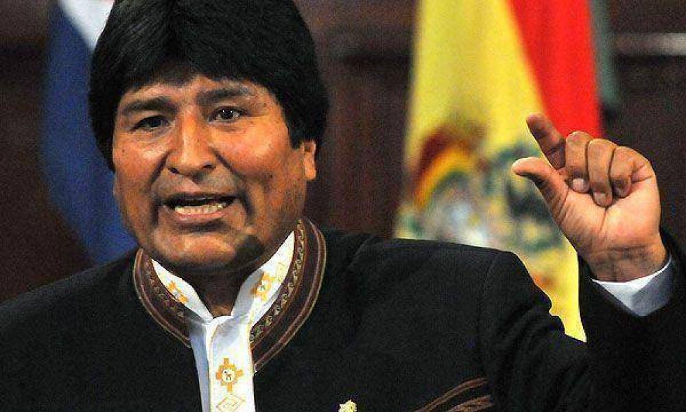Evo Morales cerró todos los programas sociales financiados por los EEUU