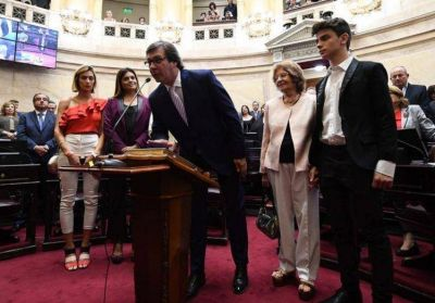 Por pedido de Uñac, los senadores del PJ votarán contra la reforma jubilatoria