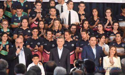 """Novena visita de Macri que ensalzó a Colombi y aseguró """"vamos a seguir juntos"""""""