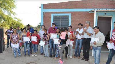 Entrega de viviendas sociales en Ardiles