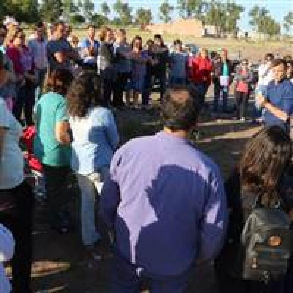 El intendente Bucca recorrió el predio de lotes con servicio junto a los adjudicatarios