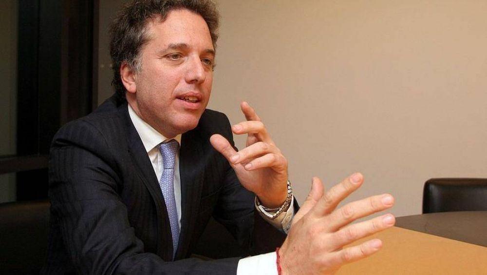Dujovne sonríe: reformas previsional y tributaria se aprobarán antes de enero