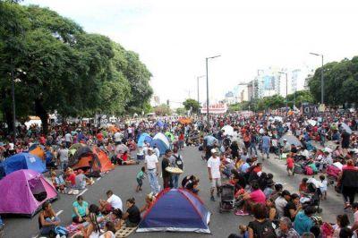 Unos 4.500 manifestantes se instalaron con carpas en la 9 de Julio