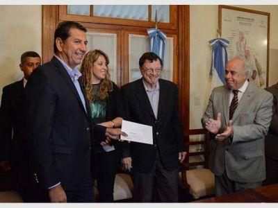 Los municipios recibieron 100 mil pesos para equipamiento de aulas digitales